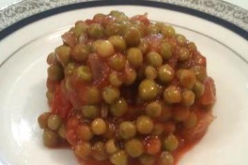 אפונה עדינה ברוטב עגבניות