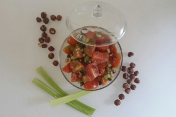 סלט עגבניות וסלרי
